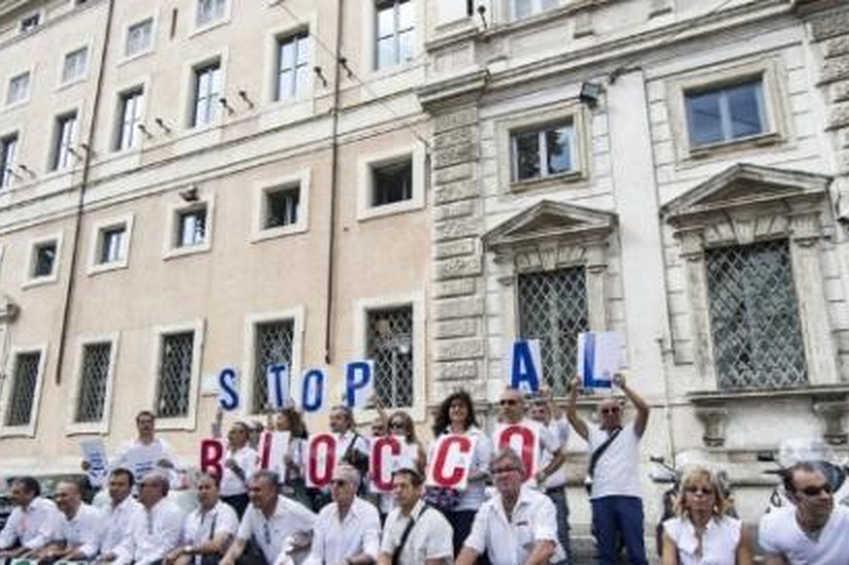 Ministro Bongiorno: da avvocato dei potenti alla ennesima crociata contri i /le dipendenti della pubblica amministrazione