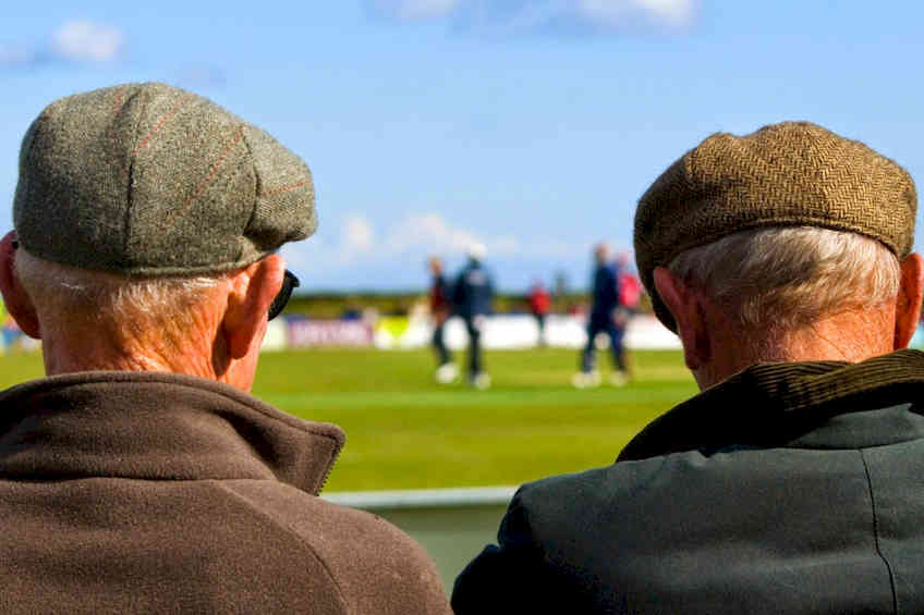 Non è più un paese per pensionati: servizi, assegni previdenziali, lavoro
