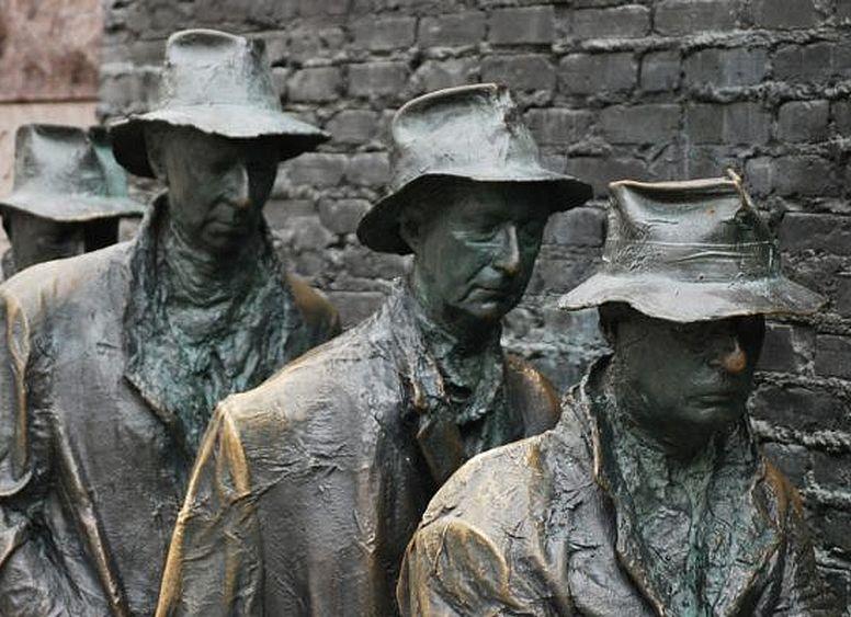 poveri-fila-sculpture-pix-704x400
