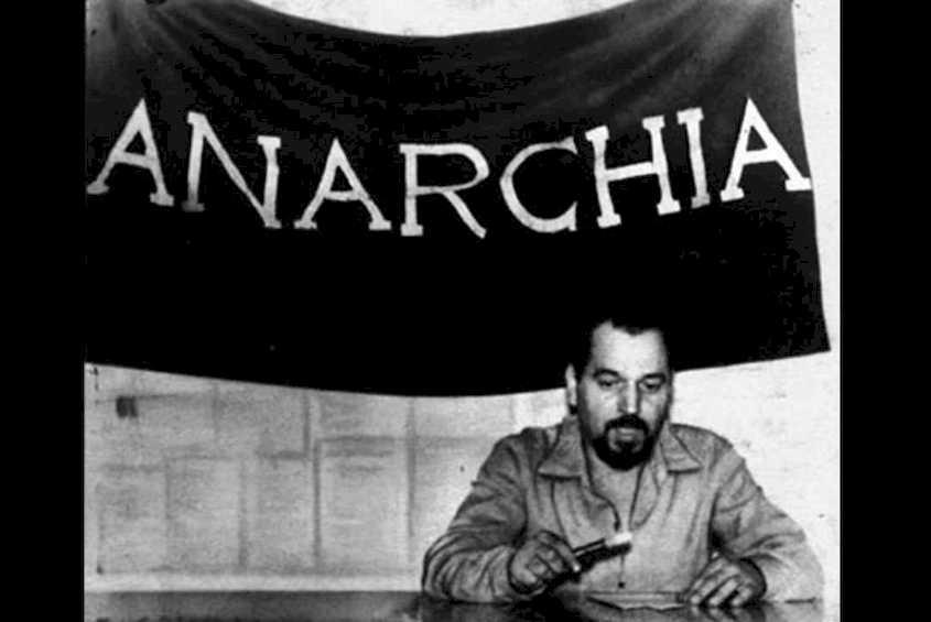 """La notte che Pinelli... Con un brano tratto da: """"Morte accidentale di un anarchico"""" di Dario Fo"""