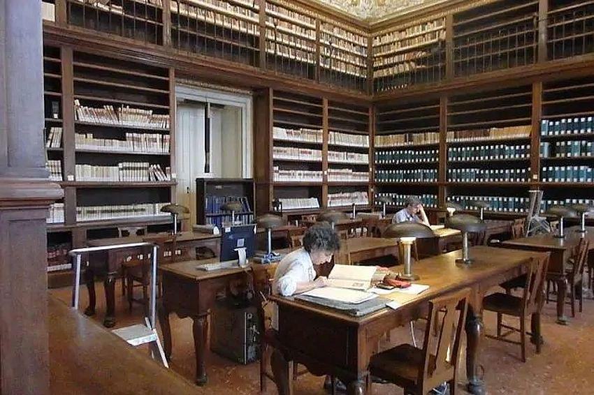 biblioteca_nazionale_di_napoli_